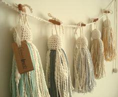 Crochet Garland, Crochet Decoration, Crochet Yarn, Diy Tassel, Tassels, Crafts To Make, Arts And Crafts, Fru Fru, Passementerie