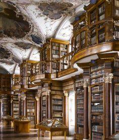 Biblioteca da Abadia de Santo Gallen, Suíça.