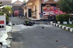 Il Pollaio delle News: Attacco suicida nella sede della polizia di Suraka...