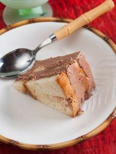 tourta me tsoureki Greek Desserts, Fun Desserts, Greek Dishes, Sweet Treats, Pork, French Toast, Sweets, Baking, Breakfast