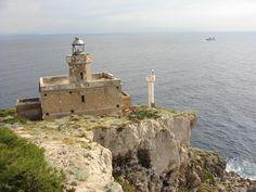 Il faro dell'Isola di San Domino, nell'arcipelago delle Tremiti, al largo della costa pugliese (Foggia). #faro #lighthouse #Adriatico #marAdriatico