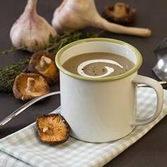 Voor deze soep kunt u elk type paddenstoel gebruiken. Probeer eens een combinatie van champignons en shiitakes.