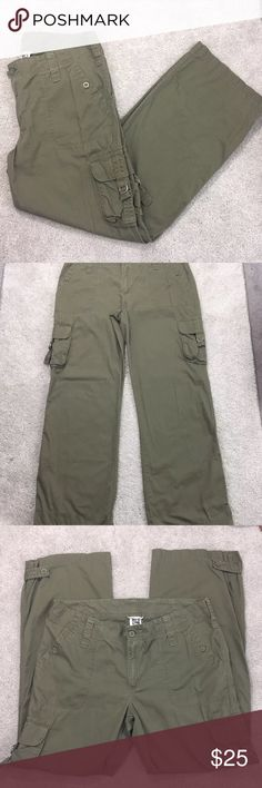 "The North Face Women's  14 Pants dst Hiking travel • Brand: The north face  • Condition pre owned no stains perfect condition  • Size 14  • Material 100% cotton  • Measurements laying flat  • Waist 17"" across  • Inseam: 31""  •rise: 9.5  •Leg opening: 9.5  •length: 40.5 North Face Pants"