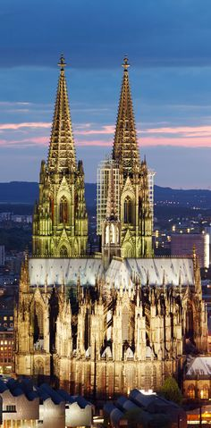 I am pretty sure this was covered in ARTH106 but I didn't notice it. Stunning light design and great angle. Cathédrale de Cologne, Allemagne