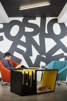 Хорватская дизайн-студия Brigada предлагает журнальный столик, который станет не просто функциональным предметом мебели, но и художественным арт-объектом в интерьере.