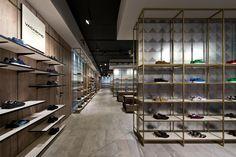 Loja Shoe Gallery / Plazma Architecture Studio