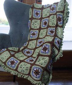 Red Heart: Crochet Little Windows Granny Throw - free crochet pattern. Spanish here:  http://www.redheart.mx/instrucciones-gratis/chal-de-ventanas-tejido-gancho