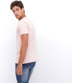 Camiseta masculina    Manga curta    Gola redonda    Com bolso    Marca: Blue Steel    Tecido: Flamê    Composição: 100% algodão    Modelo veste tamanho: M         Medidas do modelo:         Altura: 1,86    Tórax: 100    Cintura: 82    Quadril: 92         COLEÇÃO VERÃO 2017         Veja outras opções de    camisetas masculinas.