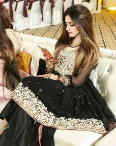 Jannat Mirza looking elegant in black … Bridal Mehndi Dresses, Bridal Dress Design, Pakistani Wedding Dresses, Pakistani Outfits, Indian Outfits, Emo Outfits, Bridal Lehenga, Pakistani Party Wear, Pakistani Couture