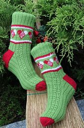 The pattern gives elastic socks and can easily be adjusted to other sizes. I have used the Fabel yarn on needle 2,5 mm in the pattern for 2 different sizes. Pattern is for 70 sts and 80 sts.