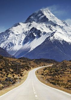 'The approach to Aoraki Mount Cook, New Zealand