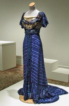 The Orientalism of 1909 Evening dress by Callot Soeurs. The egyptian influence is truppy amazing!