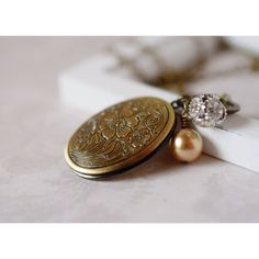 Antique Flower Locket Necklace Floral Locket Oval Locket Pendant Photo... ($36) ❤ liked on Polyvore featuring jewelry, pendants, msbsdesigns, vintage pendants, vintage charm, vintage jewelry, charm pendant and antique pendants