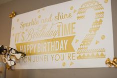 ADN Designs party feature on Kara's Party Ideas! Sparkle and Shine Golden Birthday Party. Golden Birthday Parties, 25th Birthday, Princess Birthday, 30th, Birthday Photos, Birthday Ideas, Little Girl Birthday, Party Planning, Party Time