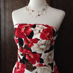 WHBM Tropical Print Dress ❤️HostPick❤️x2 Beautiful Floral Strapless Dress. Red/Black/Brown/White Fabric is Pieced Together in Horizontal Strips Giving Great Dimension. Side Pockets. Fully Lined. Boning in Bodice Gives Great Shape. Side Zipper. Removable Straps Included. Like New Condition. Size 6.  Price Firm Unless Bundled. 🚫No Trades or PayPal🚫 White House Black Market Dresses Strapless