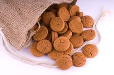 Paul Hollywood's Gingernut Biscuits {gingersnap cookies} | recipe via Good to Know