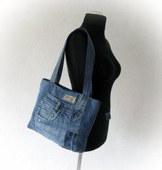 Recycled jeans tote bag, upcycled denim, handbag with top zipper, patchwork denim bag, vegan handbag Denim Jean Purses, Denim Bag, Denim Handbags, Denim Crafts, Recycle Jeans, Denim Patchwork, Recycled Denim, Messenger Bag, Etsy