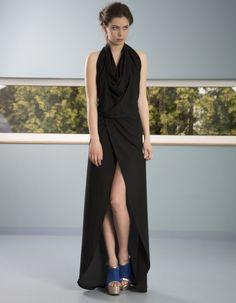 Suknia z odkrytymi plecami