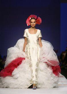 Agatha Ruiz De La Prada desfilara en la Pasarela #bodabooksiquiero http://www.bodabook.com/siquiero2014/