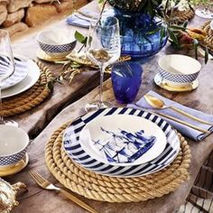 Fomos conferir a nova coleção da @zarahome , muito azul, palha, bege , listrado , um encanto só !