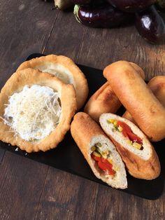 Vegán Töltött Lángos- 30 dkg liszt 2,5 dkg élesztő 1 teáskanál cukor 1 teáskanál só 1,5 dl- nél picivel több víz  A vizet óvatosan kell hozzáönteni,hogy ne legyen ragacsos a tészta hanem kellően puha,nyújtható legyen. Keleszteni, megtölteni zöldségekkel, újrakeleszteni, bő olajban kb 8 perc alatt kisütni. Hot Dog Buns, Hot Dogs, Vegan Sweets, Bread, Snacks, Food, Tapas Food, Appetizers, Meal