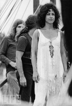 Grace Slick from Jefferson Airplane at Woodstock http://www.youtube.com/watch?v=2EdLasOrG6c