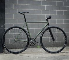 """@Factory5 F550s Custom Track Bike more info and pics at wearefactoryfive.com #cycling #biking #trackbike #singlespeed #fixedgear #fixie #fixed…"""