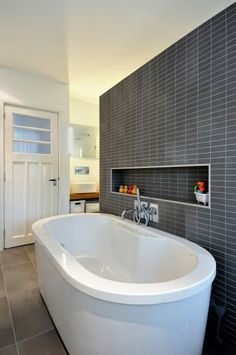 Modern bathroom with a practical layout - Living Room Decorations Bathroom Niche, Family Bathroom, Bathroom Inspo, Bathroom Layout, Bathroom Ideas, Grey Bathrooms, Modern Bathroom, Dolly House, Exposed Beams