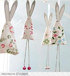 Easter or use felted wool scraps for christmas tree bunnies (like the chicken… cute shabby chic easter bunny rabbit bunting decoration to make easy to copy from picture kids could make this wrapped around a cardstock cone W I like this idea but would re Easter Projects, Easter Crafts, Easter Decor, Easter Ideas, Diy And Crafts, Crafts For Kids, Arts And Crafts, Happy Easter, Easter Bunny