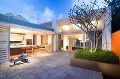 Asta nu e important, sigur terasa o finalizam cum vrem, & dar la Dream House Plans, Modern House Plans, Modern House Design, Home Design Floor Plans, Plan Design, Lofts, Australian House Plans, Gatsby House, Australia House