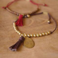 Pom necklace purple