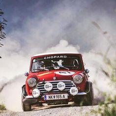 Red Mini Cooper, Mini Cooper Classic, Mini Coopers, Classic Mini, Classic Cars, Rally Car, Car In The World, Engineer, Motor Car