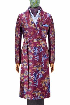 The Floral Jacquard dressing gown is made from 100% pure, 300-end silk which is woven in England. This handmade gown features patch pockets and an outbreast welt and is piped throughout in gold, which picks out the colour of the floral motif. The gown is unlined to enable the wearer to wallow in the luxurious silk cloth. Made in England