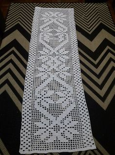 Crochet Motifs, Crochet Flower Patterns, Filet Crochet, Crochet Doilies, Crochet Flowers, Crochet Carpet, Lace Table, Baby Vest, Neck Scarves