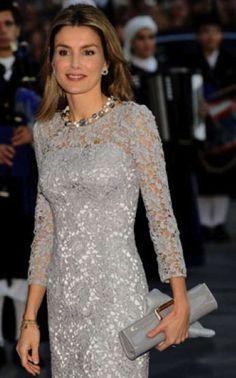Resultado de imagen de vestido rojo encaje reina letizia