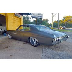 71 chevelle 24X15 shinerunner grey silver slammed airride bagged.22x8.5 tucked