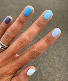 meg_nailedit I am loving color gradient manis! Picked out all colors in very denim vibes to 🔹🧵👖💙 Also has the most drool worthy nail beds, if you can believe it these nails are trimmed alllllllllll the way down 💦 thanks for the great pic! Elegant Nail Designs, Elegant Nails, Natural Nail Designs, Stylish Nails, Ten Nails, Manicure, Nagellack Trends, Beach Nails, Pin On