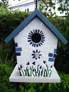 Ivory and blue mosaic bird house - Folksy Mosaic Birds, Blue Mosaic, Mosaic Art, Mosaic Glass, Stained Glass, Bird Houses Painted, Bird Houses Diy, Mosaic Crafts, Mosaic Projects