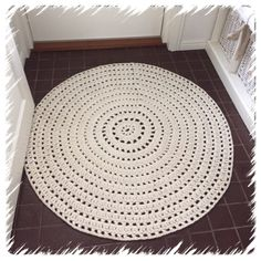 pitsikuvioinen virkattu matto – Pastaakos tässä!!!