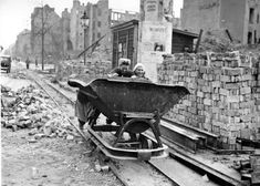 Berlin, makeshift tracks were laid on the streets to speed up rubble removal. Germany Ww2, East Germany, Munich Germany, Dresden, Post War Era, Spiegel Online, War Photography, History Photos, German Language