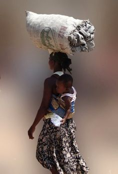 Africa | Woman in Accra carrying a large bag on her head.  Ghana | ©Gert M, via Woophy
