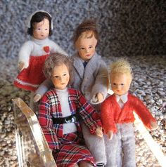 Erna Meyer dolls posing for a family portrait | Source: Amy's Miniatures and Smalls