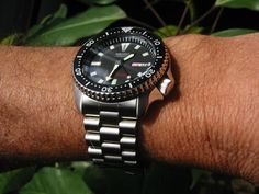 Open Review of Seiko SKX007 I thought I would kick off this review with some minimal information, opinions and pictures and leave it open for others