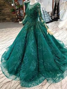 Green Embroidery Simple Fish Tail Wedding Dress, Shop plus-sized prom dresses for curvy figures and plus-size party dresses. Ball gowns for prom in plus sizes and short plus-sized prom dresses for Cheap Prom Dresses, Quinceanera Dresses, Bridesmaid Dresses, Ball Gowns Prom, Party Gowns, Pretty Dresses, Beautiful Dresses, Wedding Dresses With Flowers, Dress Wedding