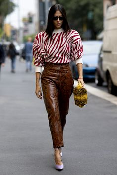 Milan Street Style Spring 2020 DAY 5 The Impression The best street style pictures of Spring Models Influencers Editors . Fashion 2020, Milan Fashion, Look Fashion, Spring Fashion, Autumn Fashion, Fashion Outfits, Fashion Trends, Tokyo Fashion, India Fashion