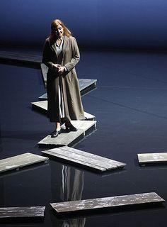 (Karita Mattila ossia Kat'a Kabanová) Love the reflective floor!!