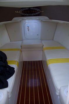 1975 Magnum Marine 28 Magnum Marine cabin