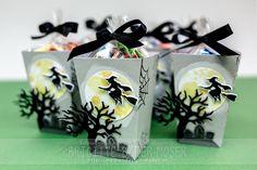 Süßigkeiten-Verpackung für Halloween. Hergestellt mit dem Stempelset Spooky Fun, den Edgelits Formen Haloween-Szenerie und den Thinlits-Formen Popcorn-Schachtel von Stampin'Up!