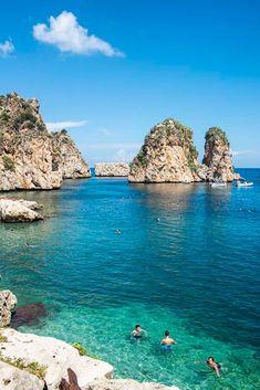 Tonnara di Scopello er langt fra Sicilias mest kjente strand. Men fins det noen finere? Jeg tviler! Water, Outdoor, Italia, Velvet, Gripe Water, Outdoors, Outdoor Games, The Great Outdoors