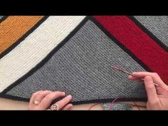 Crochet Poncho, Knitted Shawls, Crochet Wall Hangings, Filet Crochet Charts, Lace Knitting Patterns, Crochet Clothes, Knitting Projects, Baby Knitting, Bathrooms